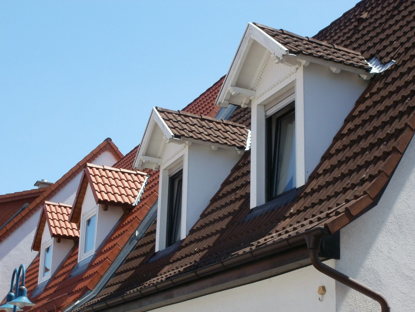Dormer loft conversions come in all shapes and sizes. Similar to a Velux loft conversion, the example here depicts a roof with a set of dormer windows